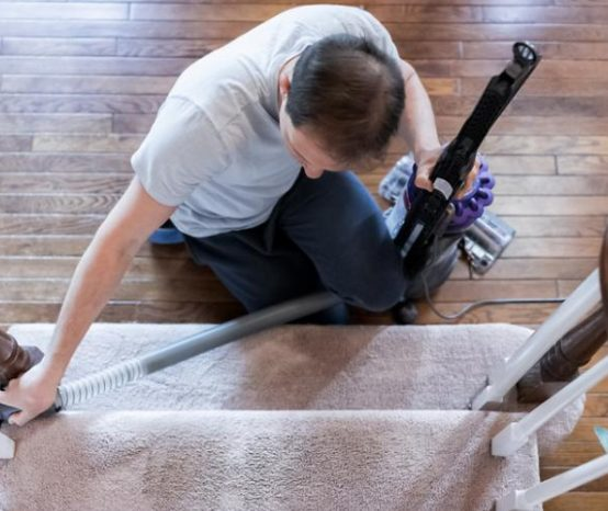 Comment nettoyer une rampe d'escalier ?